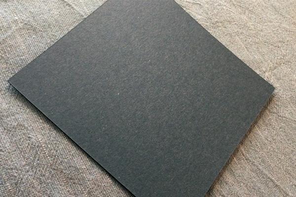 紙を正方形にカットする